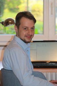 Psychologe Patrick Scheddel, Büdingen, am Schreibtisch